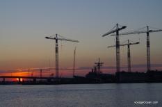 Les chantiers maritimes sont en fonction jour et nuit