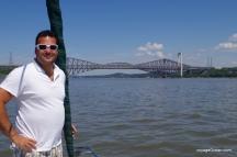 L'ingénieur devant le pont de Québec