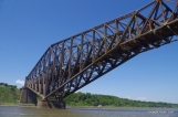 Dommage que le pont ne soit pas repeint au complet!