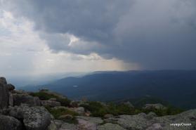 Arrivée au sommet juste à temps pour une averse :)